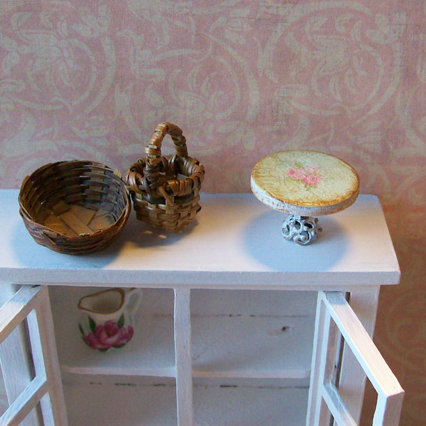 Shabby dollhouse minature cake plate stand